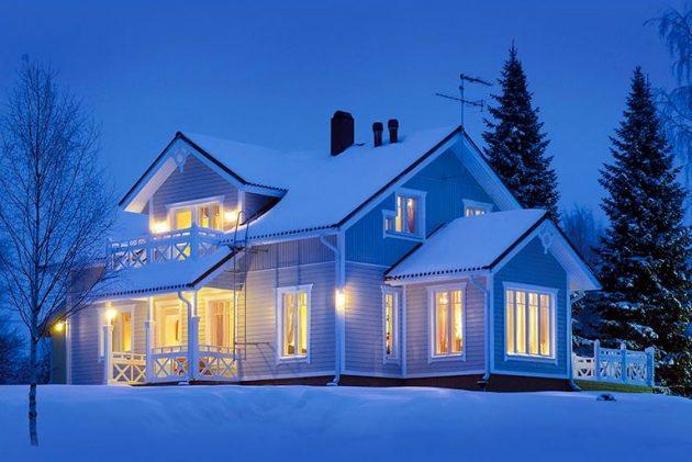 Дом с акриловым сайдингом зиомй