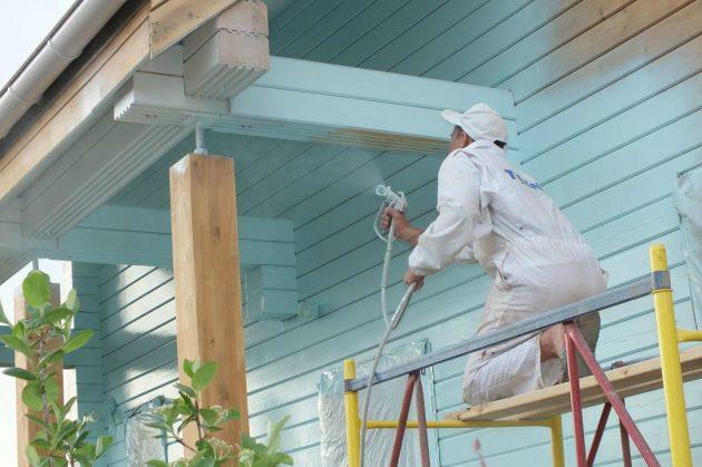 Акриловая краска для фасада может наноситься не только валиком и кистью