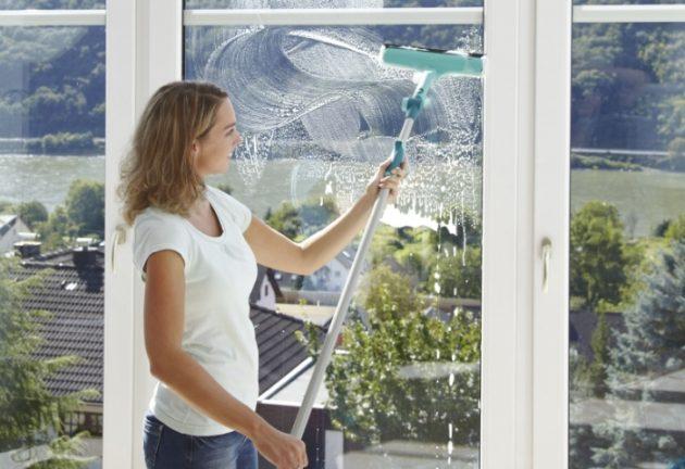 Чтобы окна не запотевали, поможет обработка стекол специальными растворами