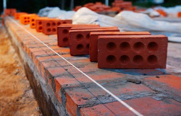 Какой кирпич для цоколя выбрать, зависит климатических условий в месте строительства