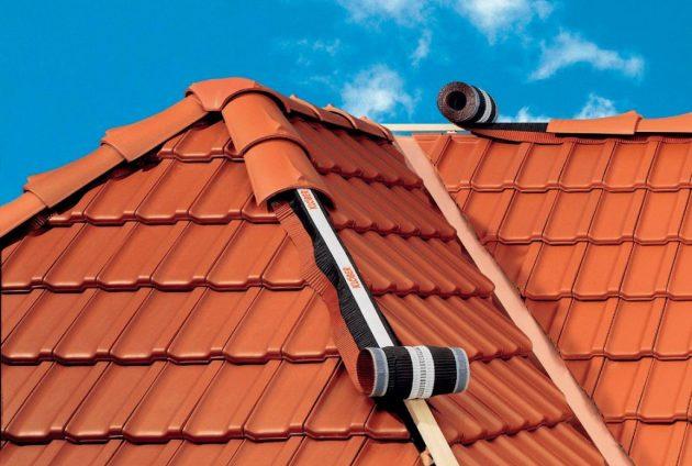 Конек крыши обеспечивает вентиляцию и защищает от влаги