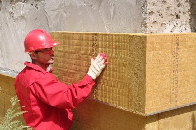 Монтаж теплоизоляции перед нанесением мокрой штукатурки фасада