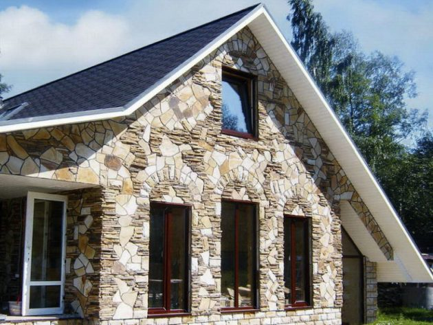 Один из самых представительных видов фасада - каменный
