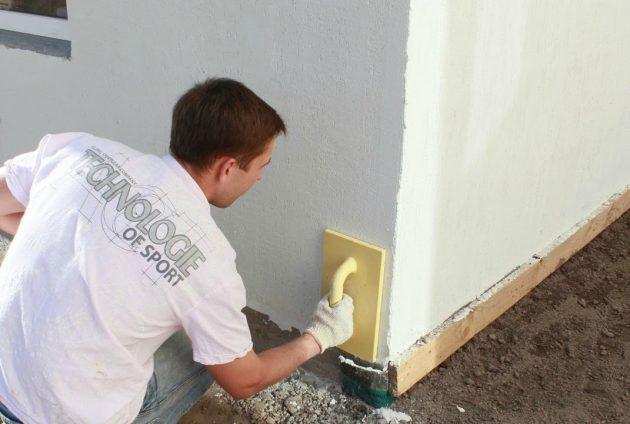 Окончание работ с фасадной штукатуркой по пенопласту