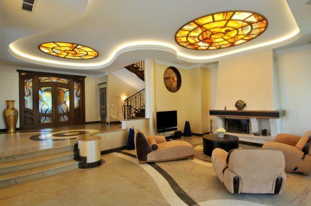 Плавность и асимметричность линий отличает дизайн дома в стиле модерн