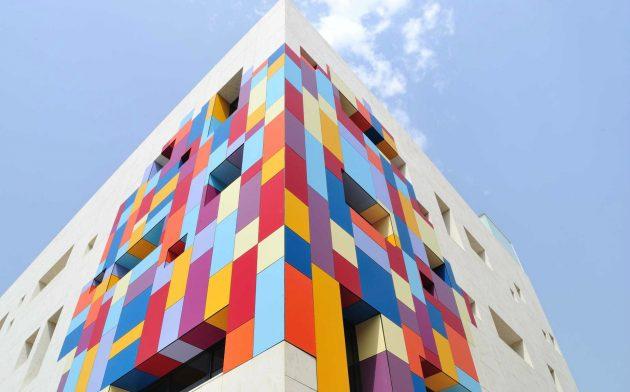 Производители вентилируемых фасадов предлагают отделочные материалы широкой цветовой гаммы