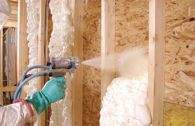 Утепление стен предшествует крепежу сайдинга