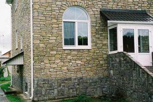 фасад, облицованный искусственным камнем