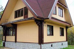 дом, обшитий сайдингом